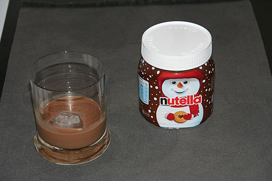 hausgemachter nutella schnaps ganz einfach nutella lik r. Black Bedroom Furniture Sets. Home Design Ideas